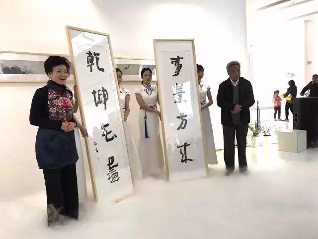 """""""狂欢独往——杨福音的绘画艺术""""展览在梅溪书院揭幕"""