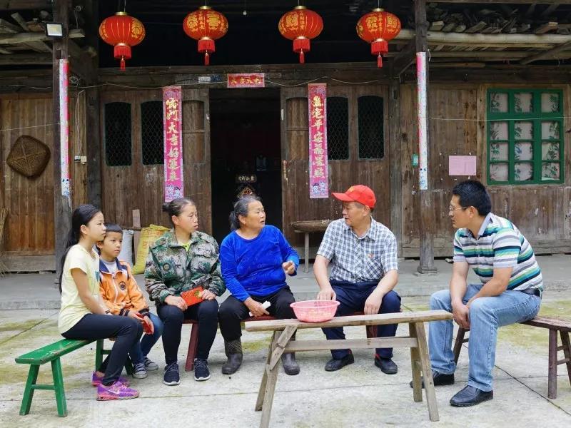 """步步高集团""""1+1""""爱心结对帮扶在安化县暖心进行"""