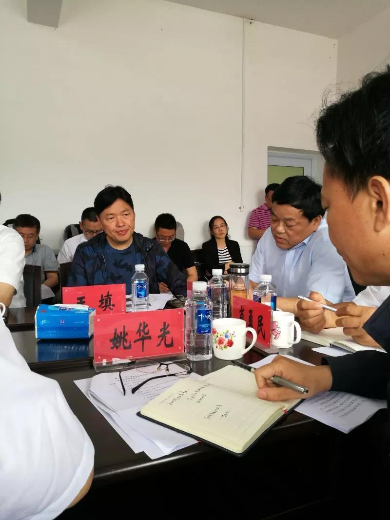 王填董事长代表集团为安化县捐赠100万元精准扶贫资金